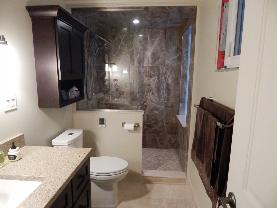 Door-less shower in modern bathroom