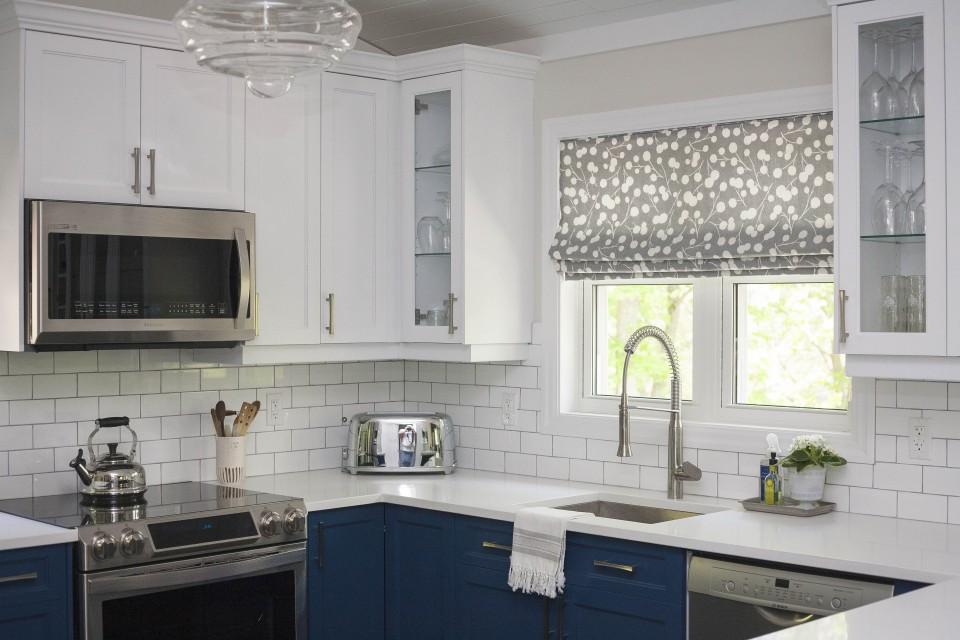 Kitchen Back-Splash with subway tiles in designer kitchen
